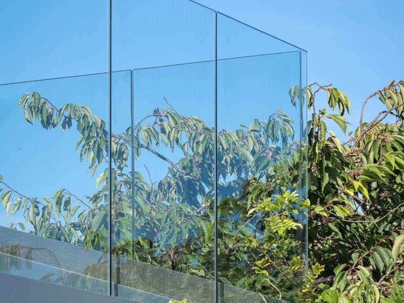 infinity glass balustrade corner section