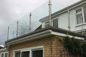 glass balustrades with no handrail