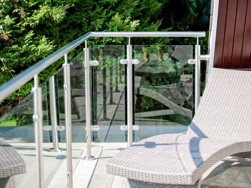glass & stainless steel balustrade corner