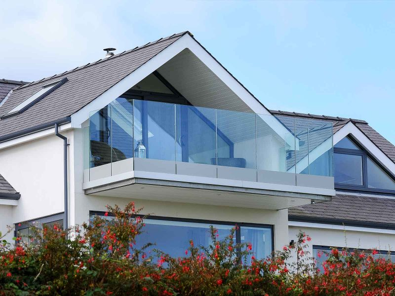 Infinity glass balcony sunrock balconies for Balcony with glass