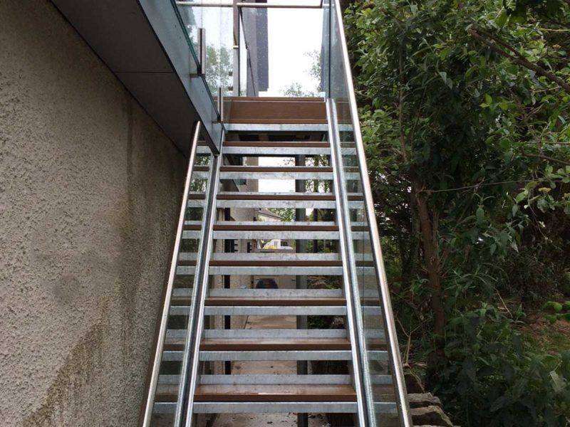 steel staircase with infinity glass balustrade