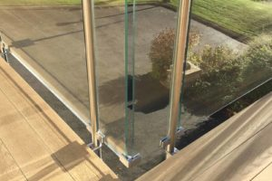 glass balustrade stainless steel fixings