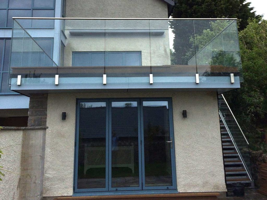 glass balustrades with Blok fixing