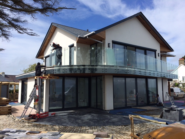Sunrock installing curved glass balustrades